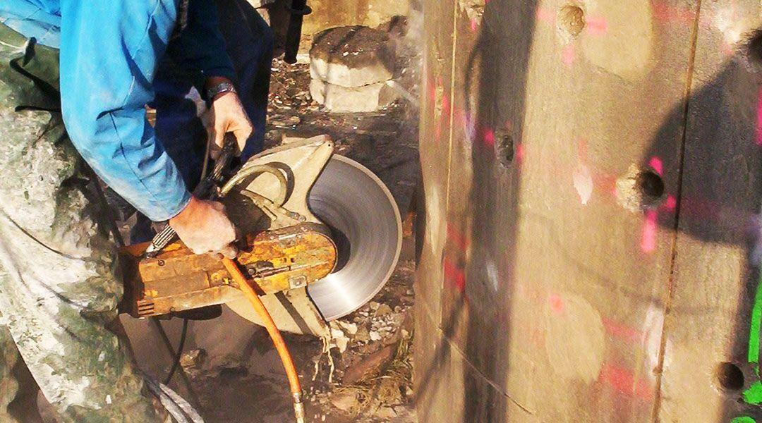 Wyburzenie żelbetowego komina – Czernichów