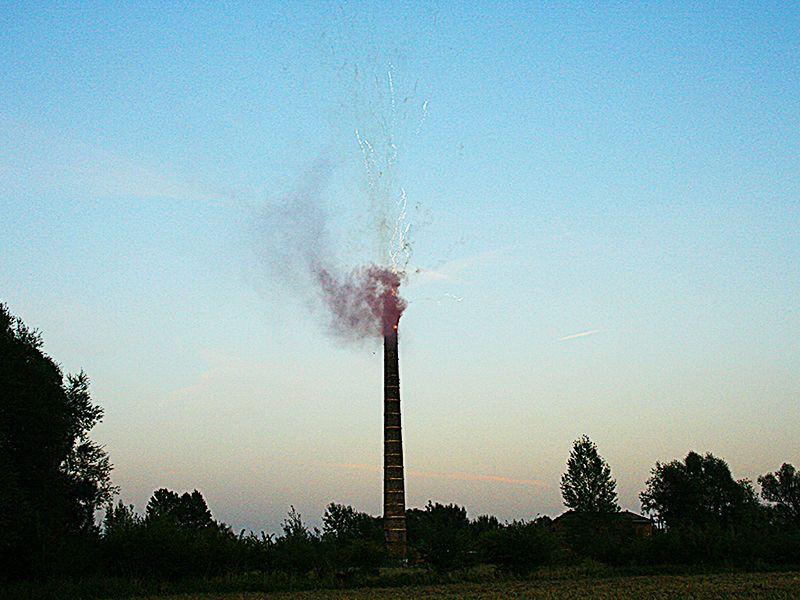 Wyburzenie murowego komina – Natolin