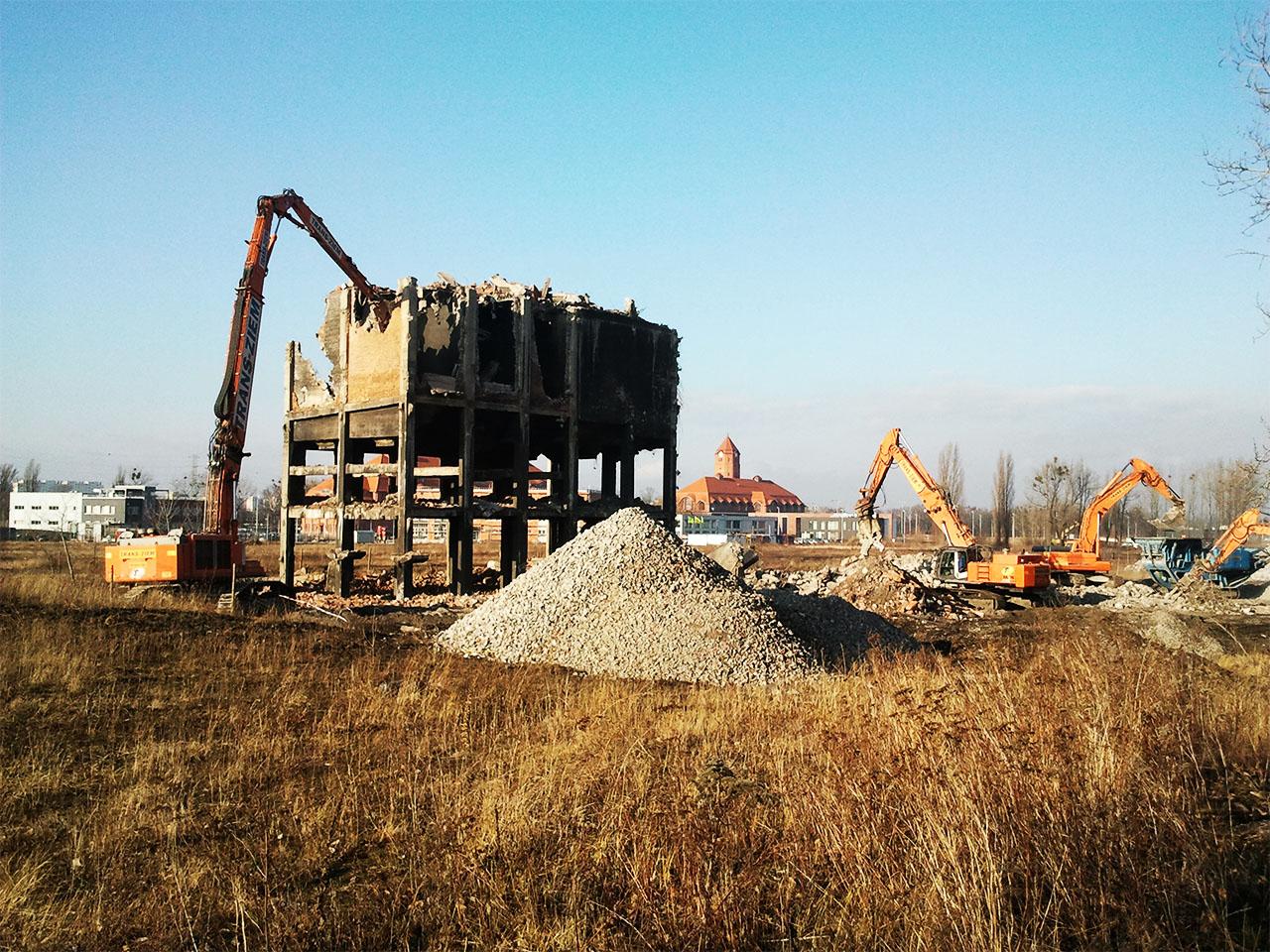 Rozbiórka maszynowa budynku sortowni