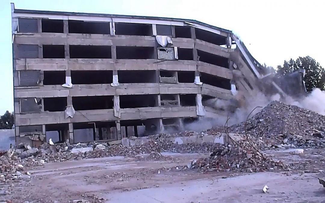 Wsadzenie-budynku-nisko-01