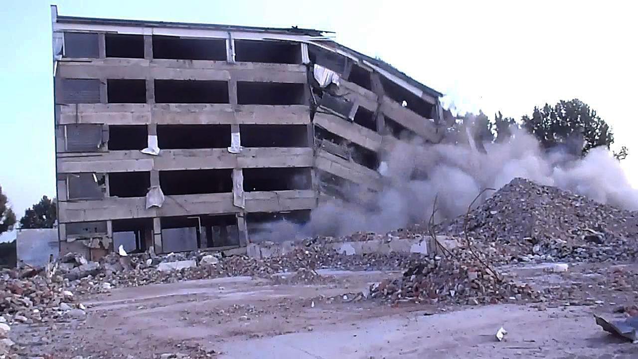 Wsadzenie-budynku-nisko-02