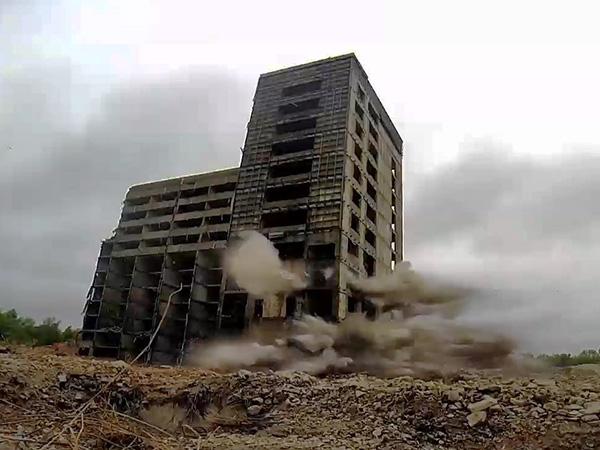 Wysadzenie budynku D2 - ACM