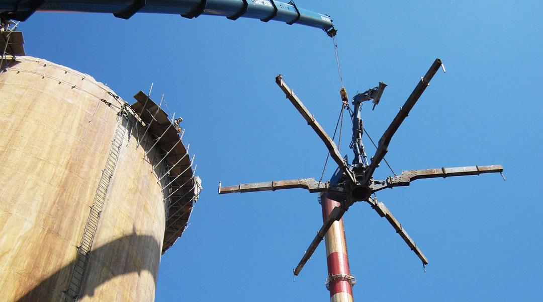 Demontaż koparki z komina