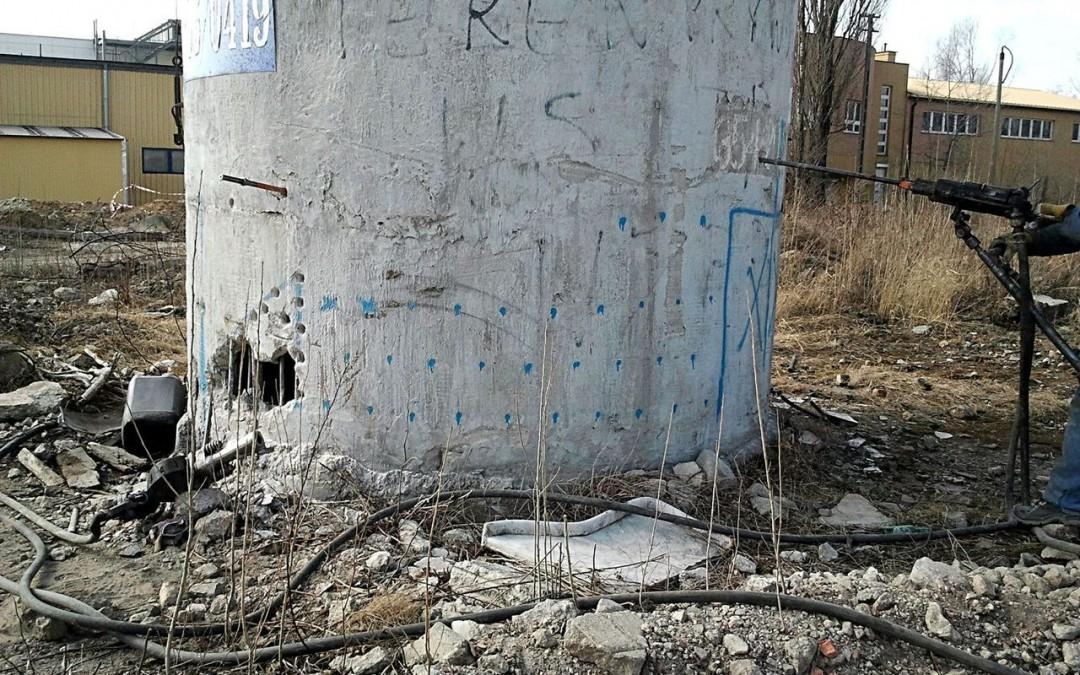 Otwory strzałowe w kominie