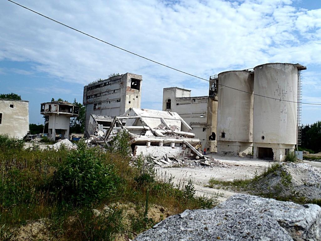 Wyburzenie byłych Zakładów Przemysłu Wapienniczego – Sulejów