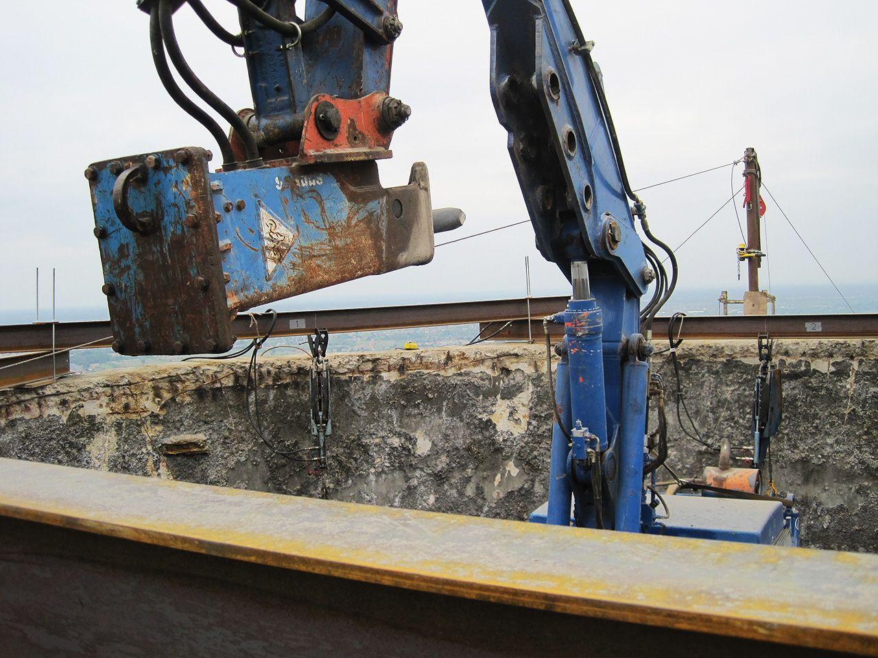 Rozbiórka maszynowa trzonu komina