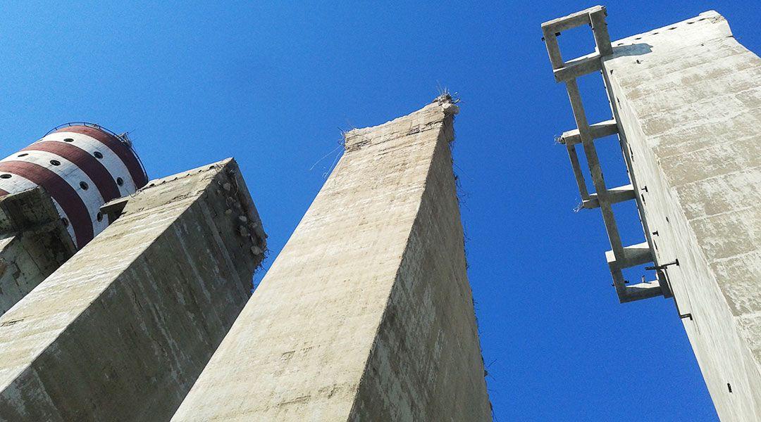 Rozbiórka maszynowa wież granulatu – Puławy