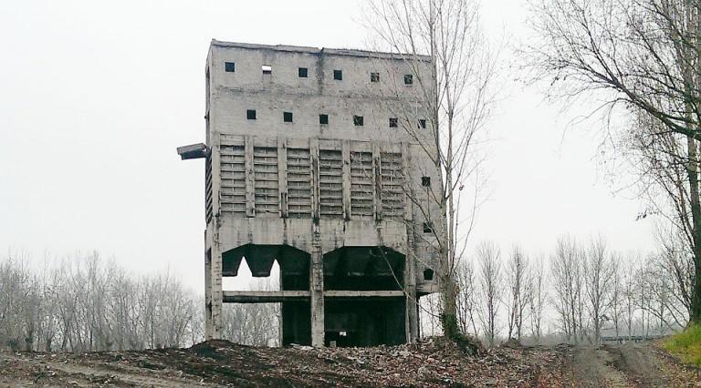 Wyburzenie metodą wybuchową zbiorników w Zabrzu
